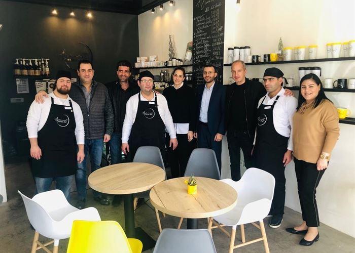 مبادرة من نقابة أصحاب المطاعم تجاه مقهى يوظف ذوي الإعاقة