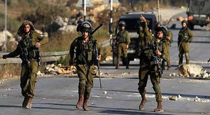 الجيش الإسرائيلي يغلق كافة مداخل بلدة كوبر الفلسطينية على خلفية عملية طعن