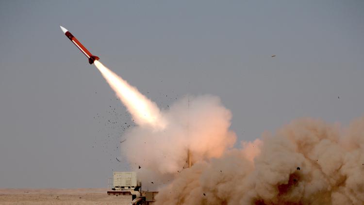 الحوثيون يستهدفون بارجة سعودية قبالة اليمن