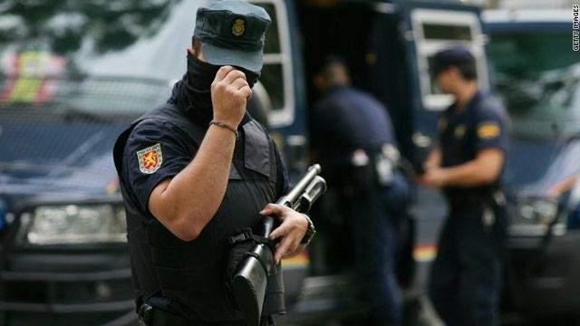الشرطة الاسبانية تعلن مقتل رجل يحمل سكينا هاجم أحد مراكزها في برشلونة