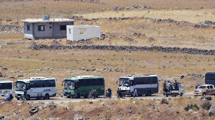 خروج 300 مسلح وأفراد عائلاتهم من ريف القنيطرة إلى إدلب