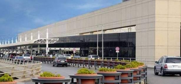 جمارك المطار تضبط كمية من الهواتف الحديثة مع مسافرين قادمين من دبي