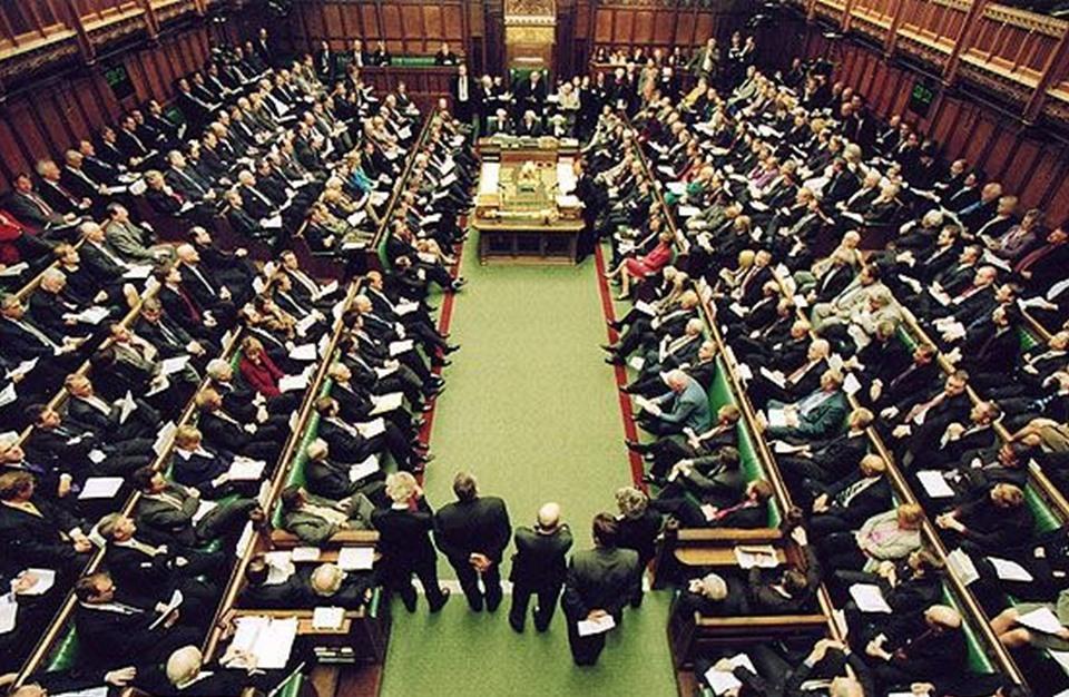 """برلمان بريطانيا يرفض تأجيل """"بريكست"""" 9 أشهر إن لم يتمّ الإتفاق في 26 شباط"""