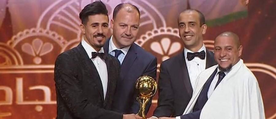 الكرة الذهبية الجزائرية يحملها اللاعب بونجاج