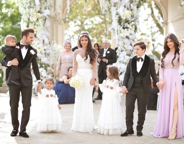 فابريغاس يحتفل بزواجه بحضور ميسي وسواريز