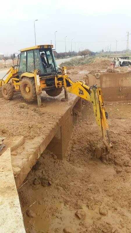 الأشغال تُشرف على أعمال التنظيفات للأقنية على طريق شتورا-القاع