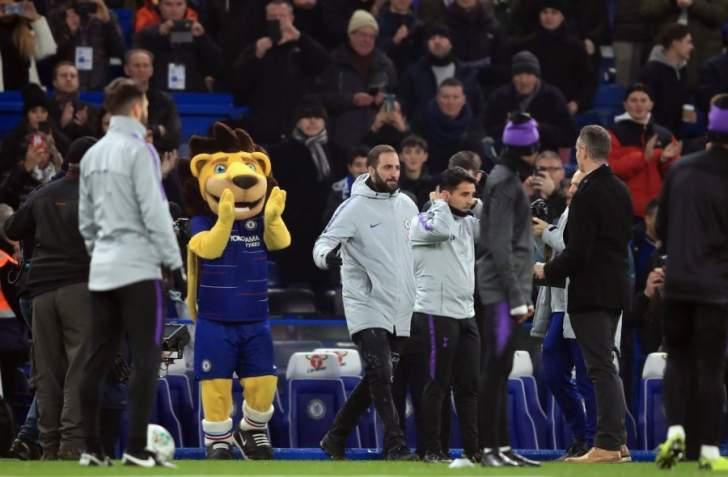 تشيلسي يقدم هيغواين للمشجعين قبل مواجهة توتنهام