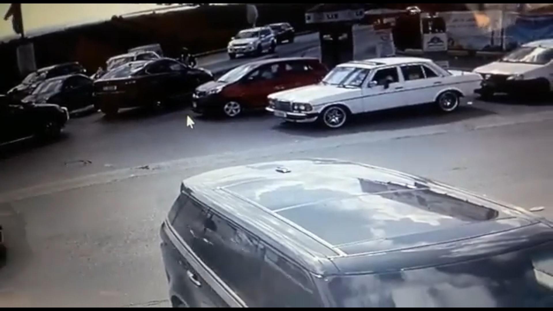 بالفيديو - دهس شرطي عند تقاطع مدخل صور الشرقي!