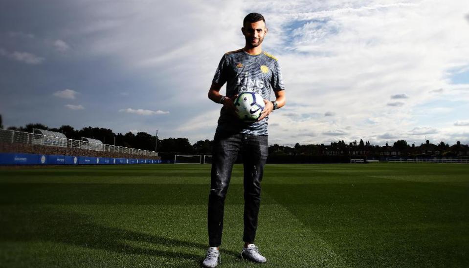 لاعب جزائري جديد ضمن صفوف ليستر سيتي