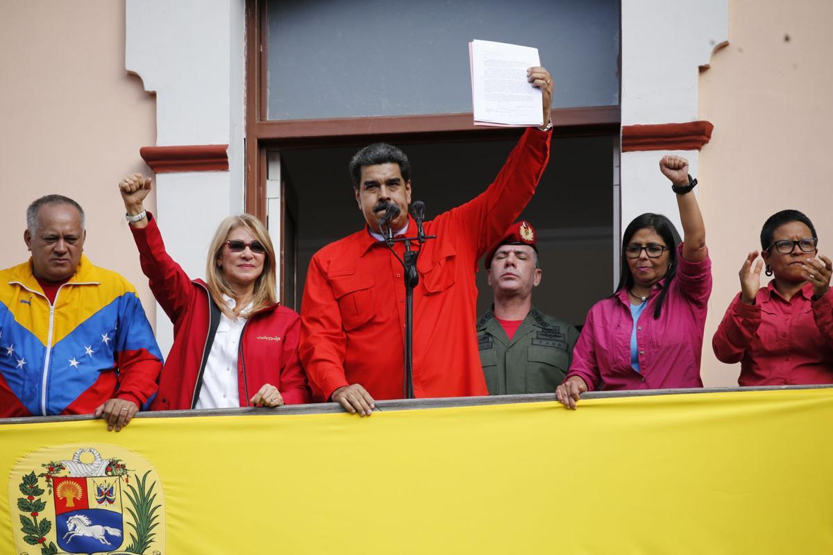 """إشتباك دولي على مصير """"مادورو"""".. من هي الدول الداعمة له؟"""