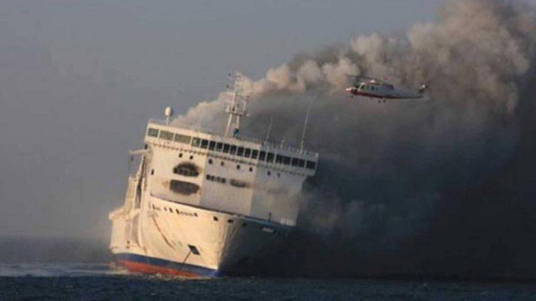 مقتل 10 أشخاص إثر انفجار سفينة واحتراق أخرى في مضيق كيرتش