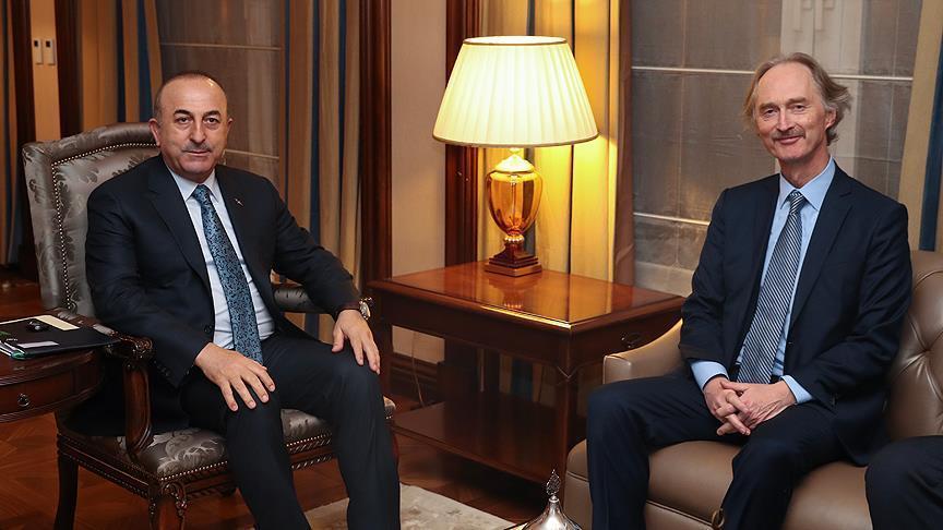 أوغلو تباحث مع بيدرسن بشأن المسار السياسي في سوريا