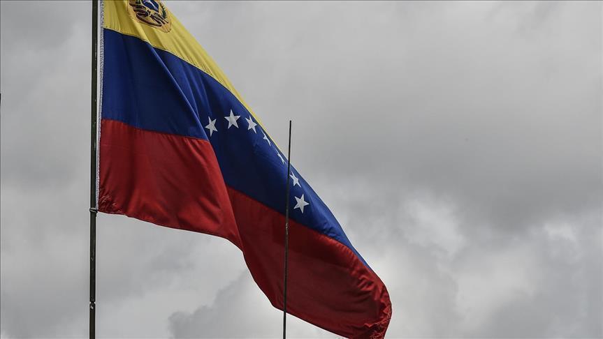 """زعيم المعارضة بفنزويلا يعلن نفسه """"رئيساً مؤقتاً"""" للبلاد"""